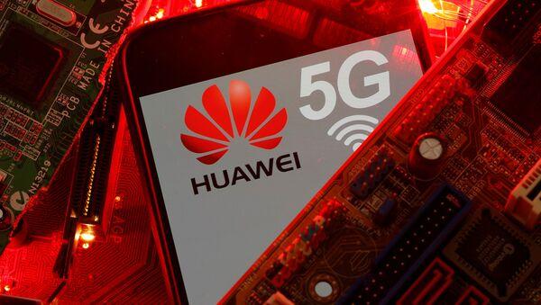 El logo de Huawei y la red 5G - Sputnik Mundo