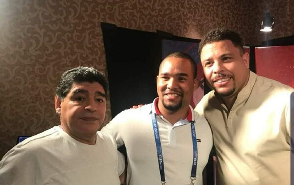 Hansell junto a Diego Maradona y Ronaldo Nazário - Sputnik Mundo