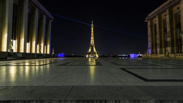El toque de queda en París - Sputnik Mundo