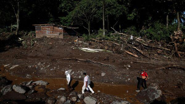 Deslizamiento de tierra en El Salvador - Sputnik Mundo