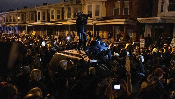 Protestas en Filadelfia tras el asesinato de Walter Wallace Jr - Sputnik Mundo