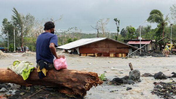 El paso del tifón Rolly en Filipinas  - Sputnik Mundo