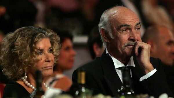 Actor, Sean Connery, y su esposa, Micheline Roquebrune (2006) - Sputnik Mundo