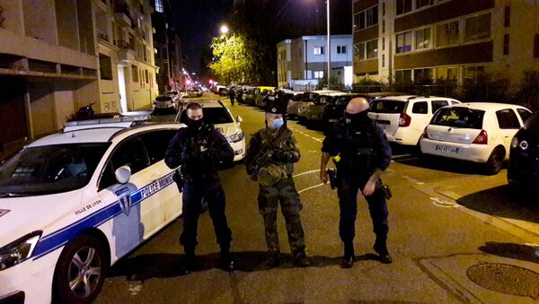 La Policía francesa en el lugar del tiroteo en Lyon - Sputnik Mundo