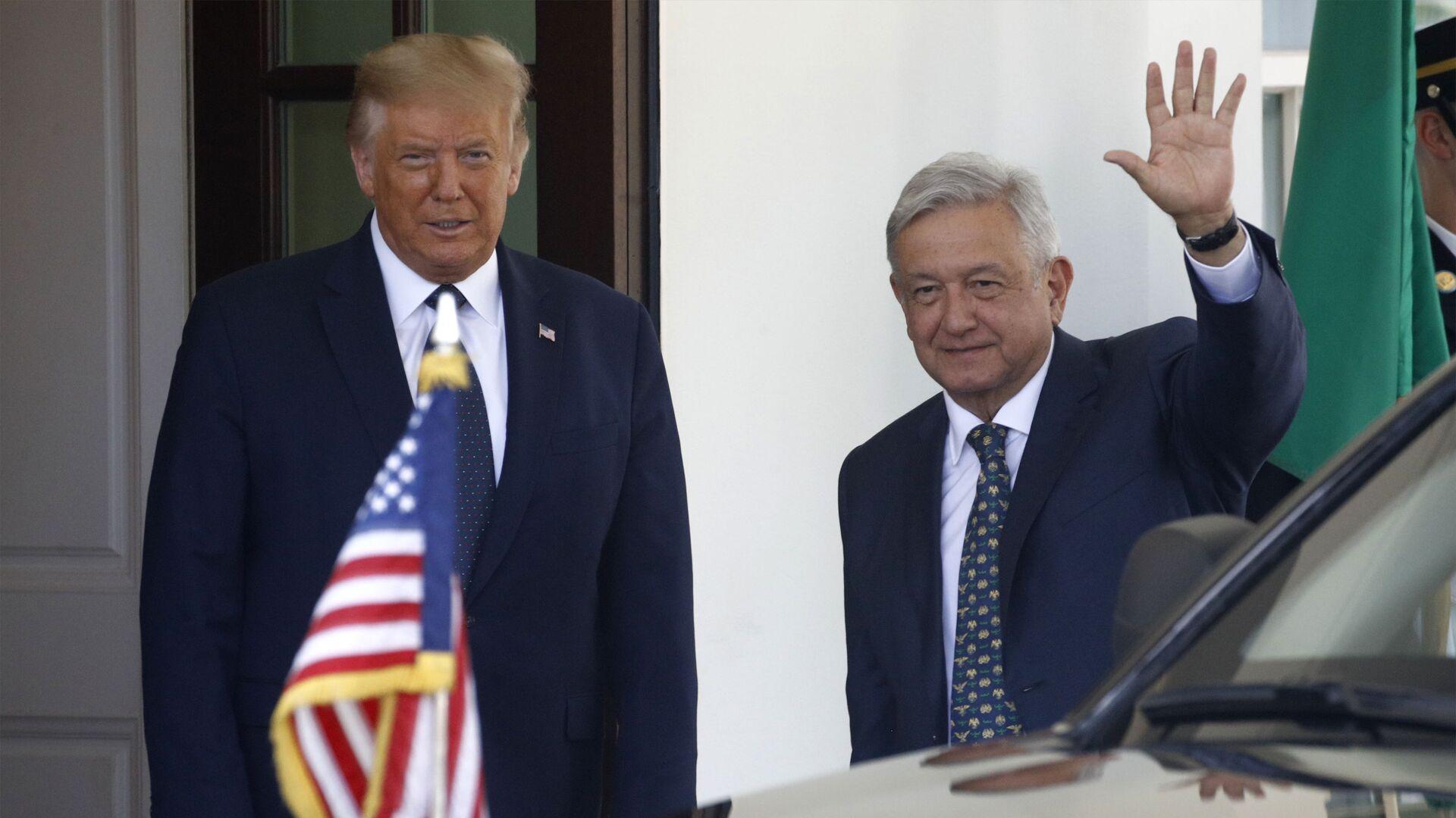 El presidente de EEUU, Donald Trump, con el presidente de México, Andrés Manuel López Obrador (archivo) - Sputnik Mundo, 1920, 14.04.2021
