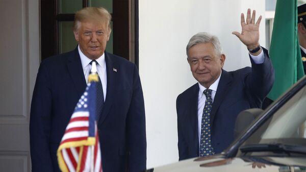 El presidente de EEUU, Donald Trump, con el presidente de México, Andrés Manuel López Obrador (archivo) - Sputnik Mundo
