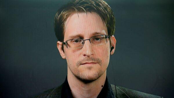 Edward Snowden, exoficial de inteligencia estadounidense - Sputnik Mundo