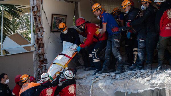 Entre escombros y lágrimas: los trabajos de búsqueda y rescate tras el devastador terremoto en Turquía  - Sputnik Mundo