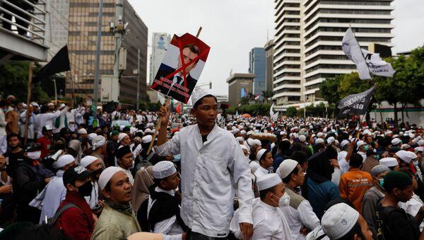 Protestas musulmanas contra el presidente francés, Emmanuel Macron, en Indonesia  - Sputnik Mundo