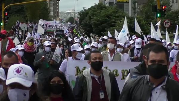 Así fue la marcha de los excombatientes de las FARC por las calles de Bogotá - Sputnik Mundo