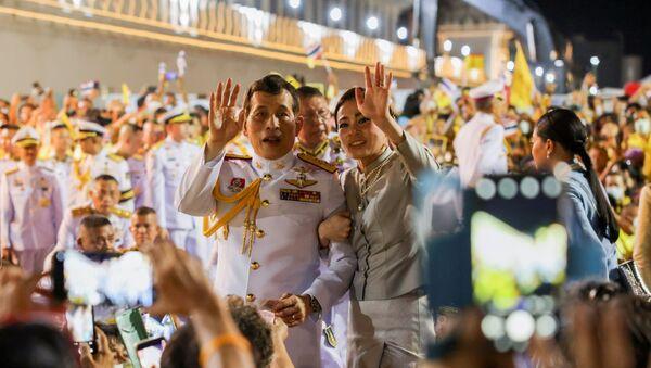 El rey Maha Vajiralongkorn y la reina Suthida de Tailandia - Sputnik Mundo