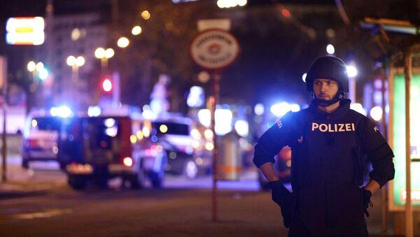 Policía de Viena en el lugar del ataque - Sputnik Mundo