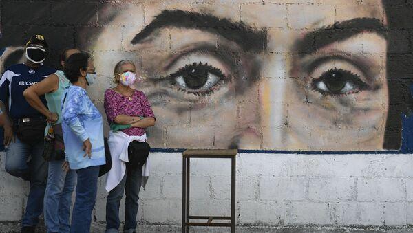 Venezolanos esperan para participar en un ensayo de votación antes de las elecciones parlamentarias del 6 de diciembre de 2020 - Sputnik Mundo
