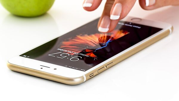 Un smartphone, referencial - Sputnik Mundo