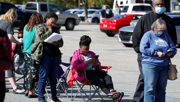 Personas hacen cola para emitir su voto en Effingham, Carolina del Sur - Sputnik Mundo