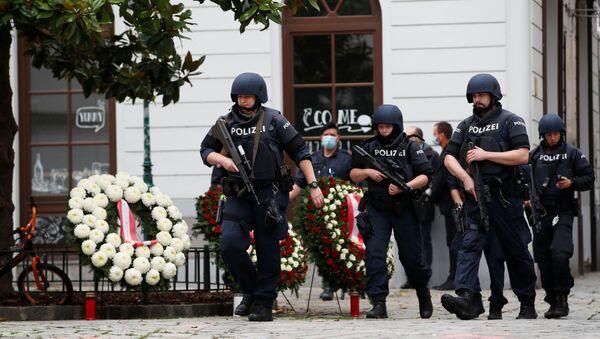 Los oficiales de la policía en el sitio del atentado en Viena, Austria, el 3 de noviembre de 2020 - Sputnik Mundo