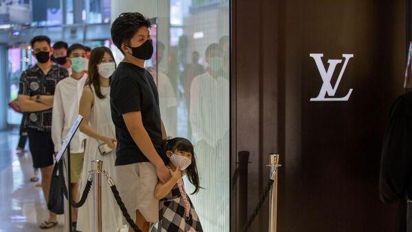 Tienda de Louis Vuitton en el lujoso centro comercial Siam Paragon en Bangkok, Tailandia, el 17 de mayo de 2020. - Sputnik Mundo