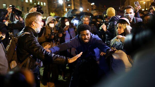 Protestas en la plaza Black Lives Matter cerca de la Casa Blanca, EEUU - Sputnik Mundo