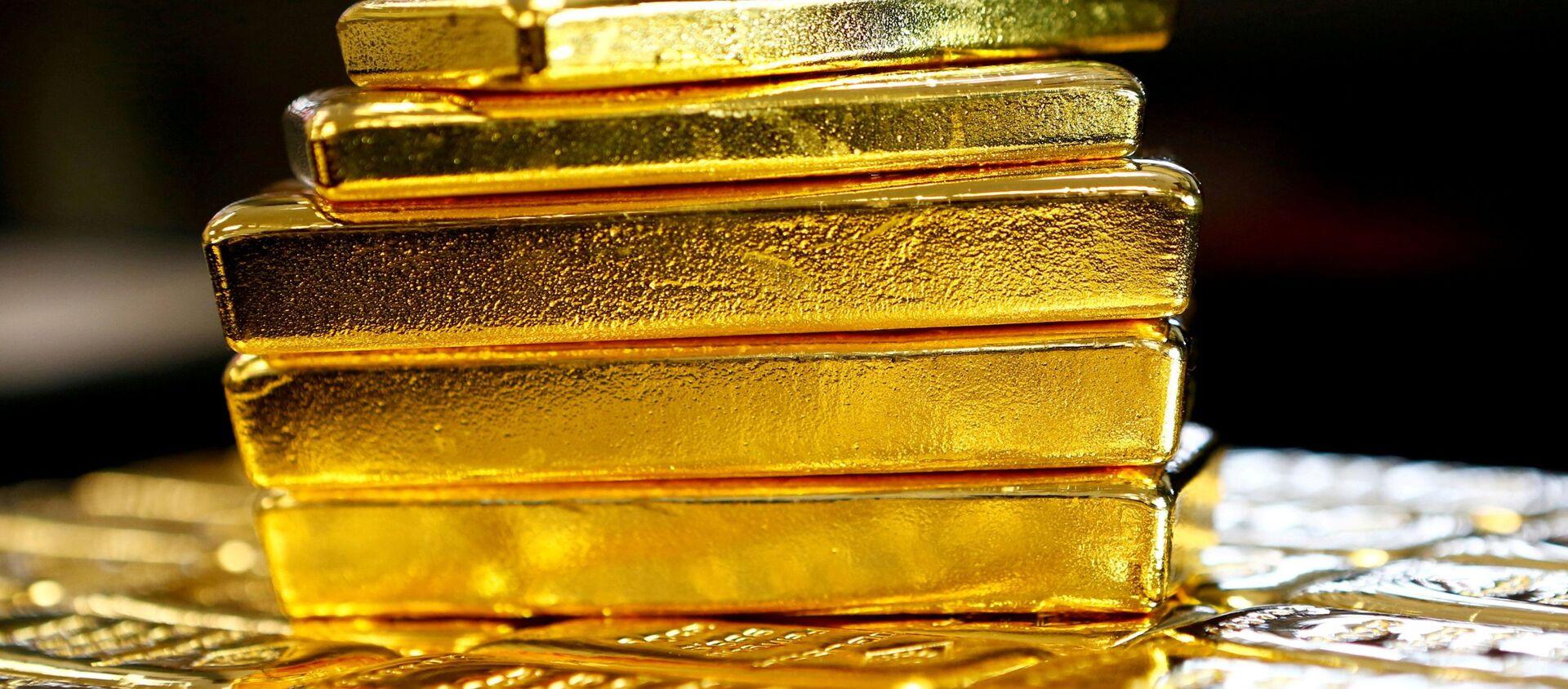 Una pila de lingotes de oro - Sputnik Mundo, 1920, 04.11.2020