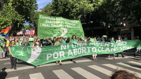 Marcha en Argentina reclamando la legalización del aborto - Sputnik Mundo