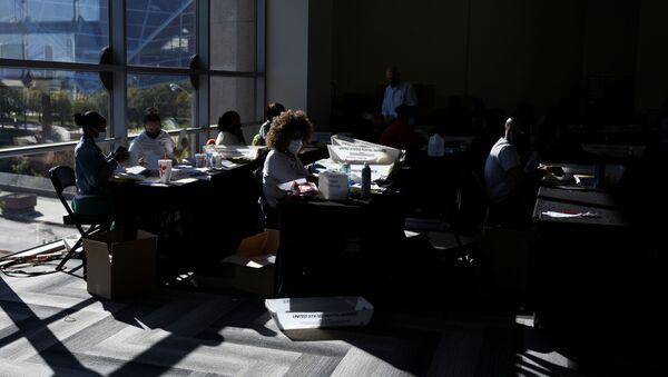 Conteo de votos en Atlanta, Georgia - Sputnik Mundo