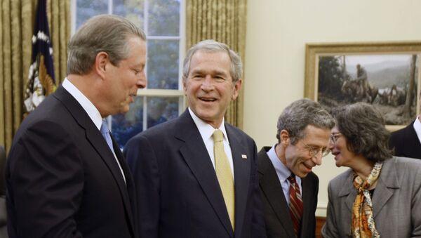 George Bush y Al Gore en el Despacho Oval - Sputnik Mundo