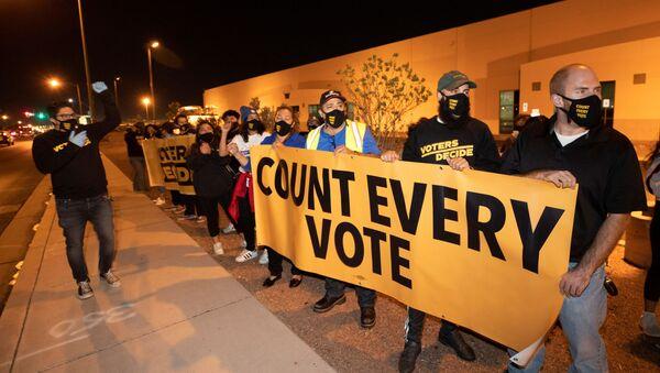 Protestas en EEUU durante el conteo de votos - Sputnik Mundo