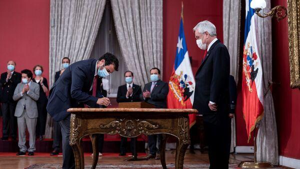 Juramentación de Rodrigo Delgado como ministro del Interior de Chile - Sputnik Mundo