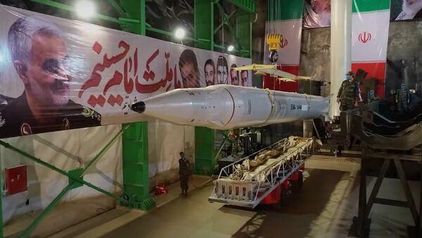 Irán muestra nuevos sistemas de lanzamiento de misiles para sus bases subterráneas - Sputnik Mundo