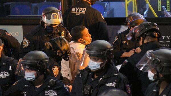 Arrestos masivos durante las protestas de Black Lives Matter en Nueva York    - Sputnik Mundo