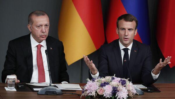 Recep Tayyip Erdogan, presidente de Turquía, y Emmanuel Macron, presidente de Francia  - Sputnik Mundo
