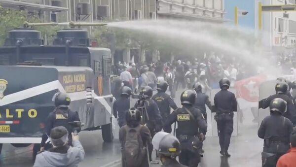 Los peruanos protestan contra las políticas de ajuste en el sector público - Sputnik Mundo