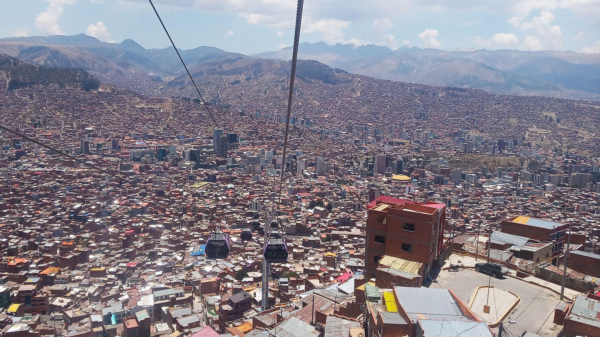 Vista de la ciudad de La Paz bajando desde El Alto - Sputnik Mundo, 1920, 07.05.2021