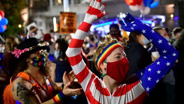 Una manifestación en Filadelfia tras las elecciones presidenciales en EEUU - Sputnik Mundo