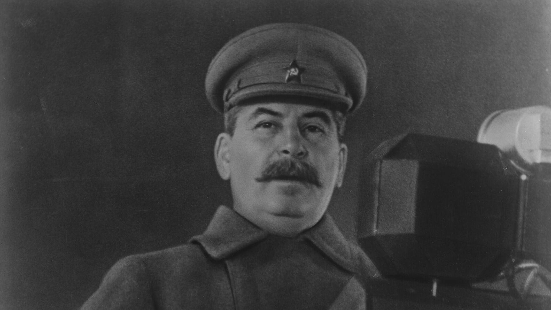 Iósif Stalin durante su discurso en el desfile del 7 de noviembre de 1941 - Sputnik Mundo, 1920, 28.06.2021