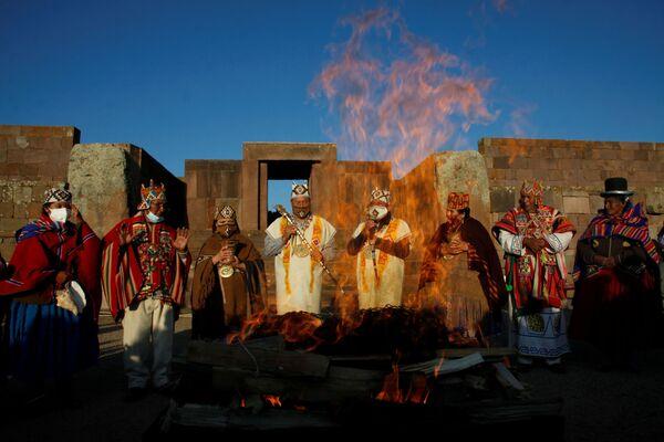 La ceremonia fue llevada a cabo el 6 de noviembre con los primeros rayos del sol y junto a algunos representantes de los pueblos indígenas - Sputnik Mundo