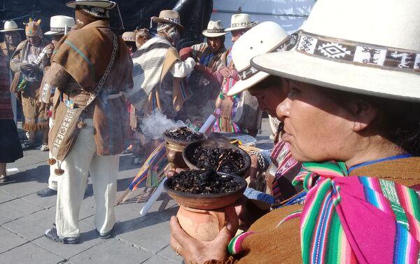 Sahumerios de los indígenas bolivianos durante la asunción de Luis Arce - Sputnik Mundo