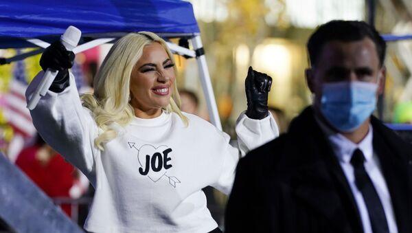 Lady Gaga haciendo campaña para Joe Biden (archivo) - Sputnik Mundo