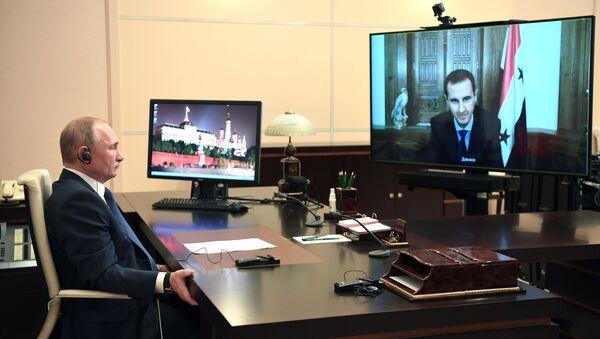 Una reunión virtual del presidente ruso, Vladímir Putin, con su par sirio, Bashar Asad - Sputnik Mundo