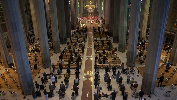 Una misa en la Sagrada Familia con motivo de la beatificación de Joan Roig i Diggle - Sputnik Mundo