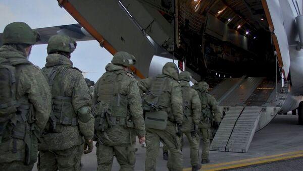Las fuerzas de paz rusas llegan a Nagorno Karabaj - Sputnik Mundo