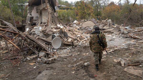 Un militar en Nagorno Karabaj - Sputnik Mundo