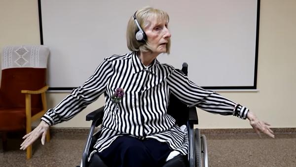Una bailarina española con Alzheimer reacciona a la música de Chaikovsky - Sputnik Mundo