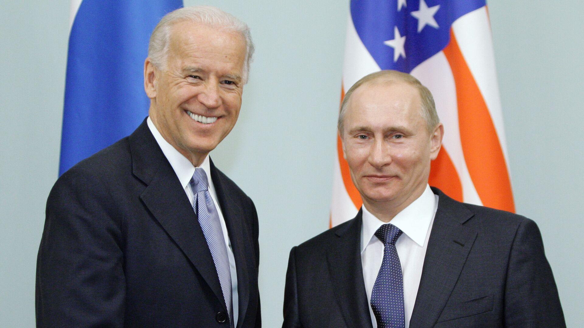 Joe Biden y Vladímir Putin en Rusia (archivo, año 2011) - Sputnik Mundo, 1920, 17.04.2021