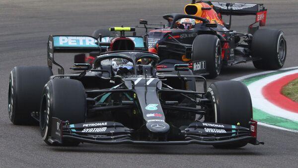 Bólidos durante el Gran Premio de Fórmula Uno de Emilia Romagna, Imola, Italia, el 1 de noviembre de 2020. - Sputnik Mundo