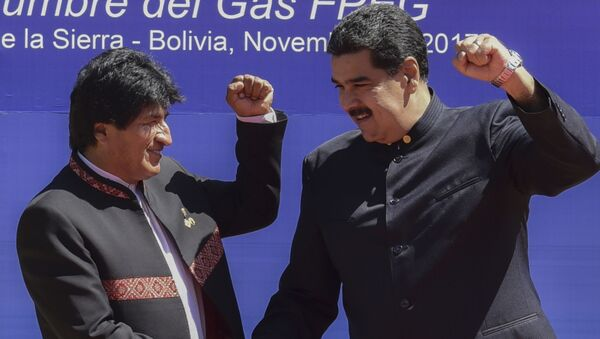 El expresidente de Bolivia, Evo Morales, junto al presidente de Venezuela, Nicolás Maduro - Sputnik Mundo