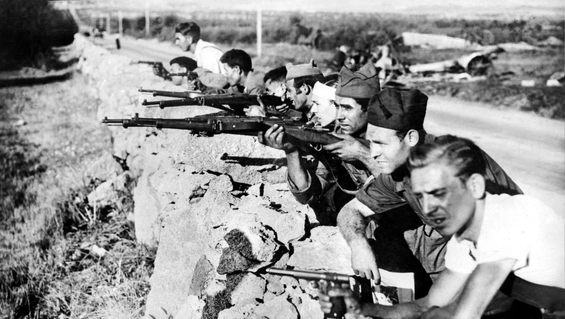 Milicianos republicanos durante la Guerra Civil Española - Sputnik Mundo, 1920, 15.11.2020