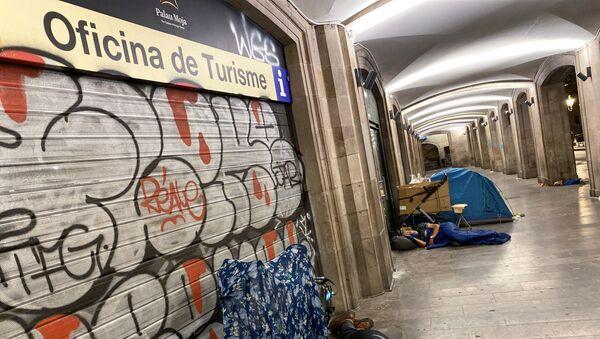 Los sintecho en Barcelona durante el rebrote del coronavirus - Sputnik Mundo