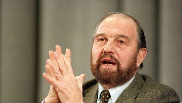 George Blake, un exespía británico que se desempeñó como agente soviético, en 1992 - Sputnik Mundo