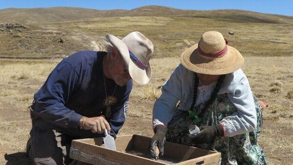 Arqueólogos en el Wilamaya Patjxa en Perú, donde se hallaron los restos de 9.000 años de una mujer cazadora - Sputnik Mundo